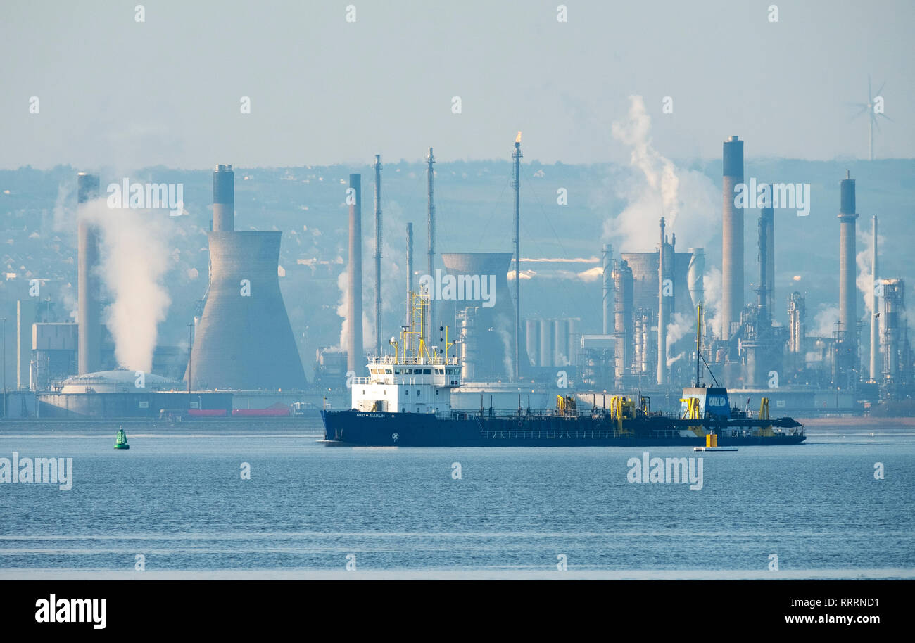 The UKD Marlin, Hopper dredger sails east on  the Firth of Forth with the Grangemouth refinery behind. - Stock Image