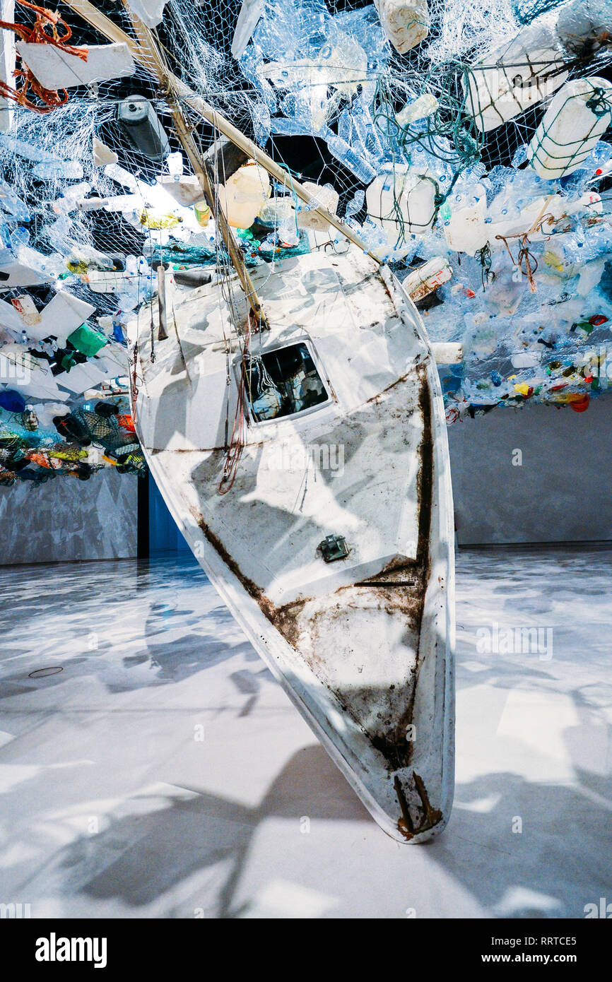 Paris-based artist Tadashi Kawamata has created a monumental installation of ocean plastic in the Oval Gallery of Lisbon's Museum of Art, Architecture - Stock Image