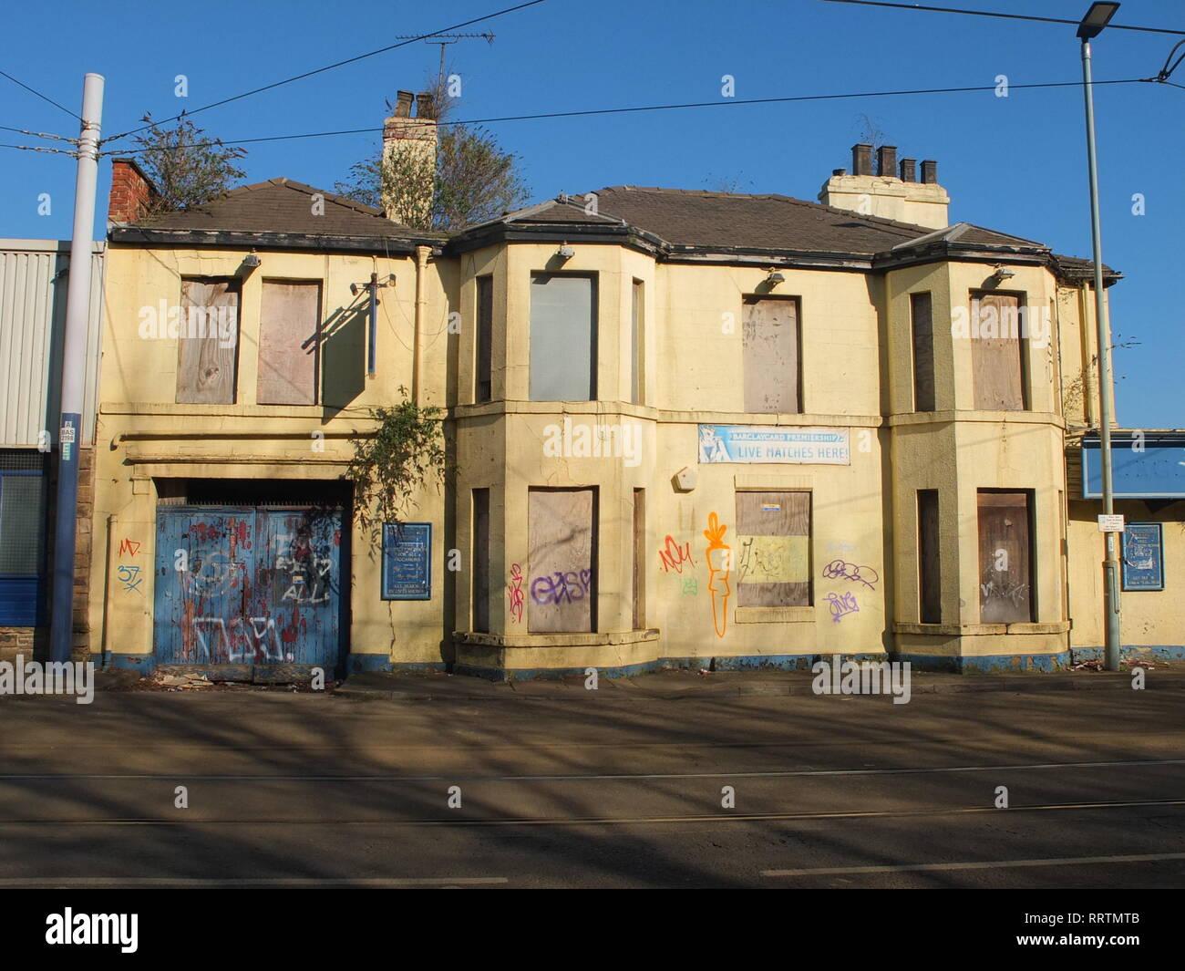 A closed down, semi derelict former pub (The Burgoyne Arms) in Sheffield, UK. Shut pub Stock Photo