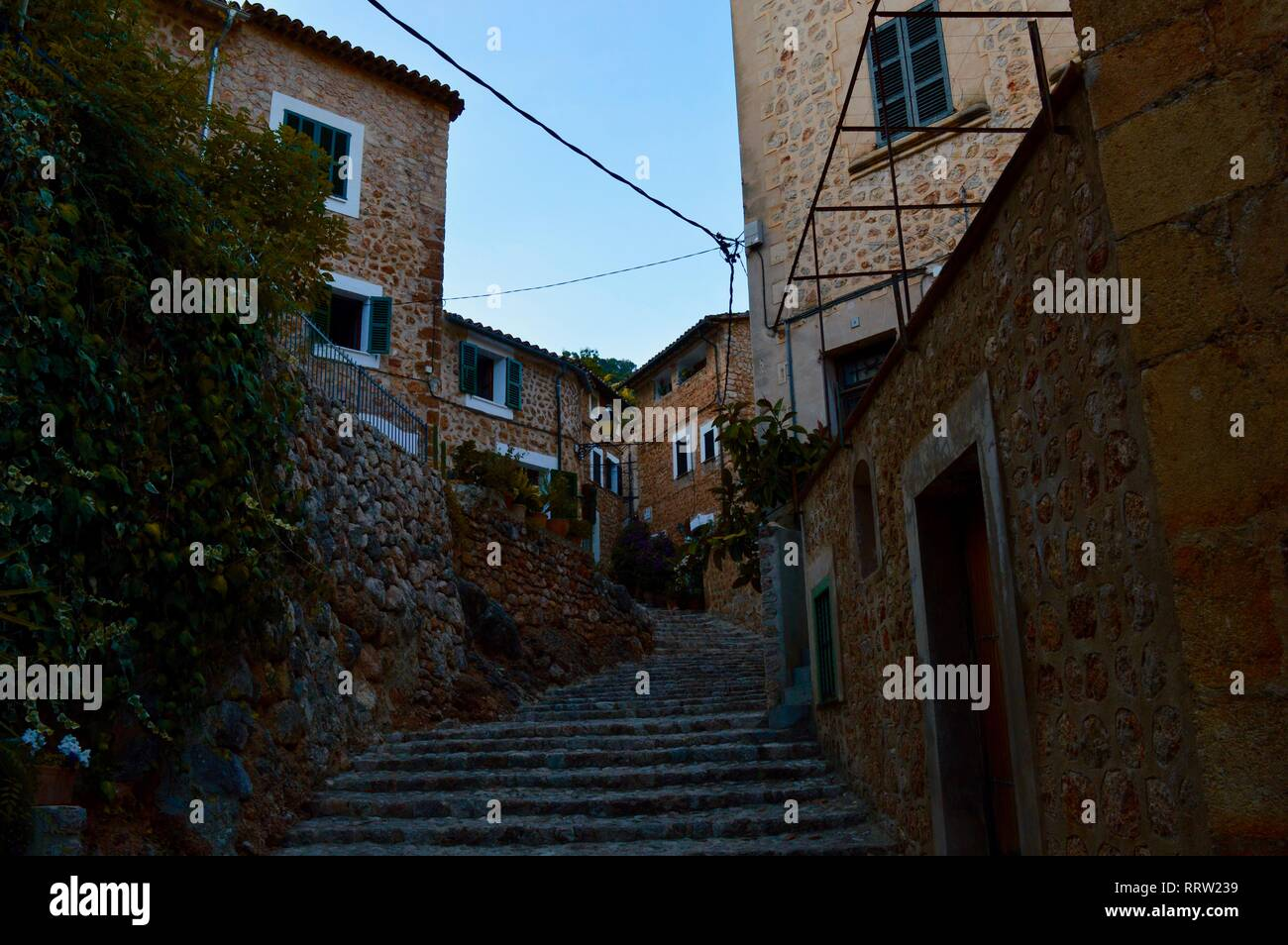 idyllic stairway at the mediterranean Palma de Mallorca outside at summertime with houses, plants, a blue sky and windows - Stock Image