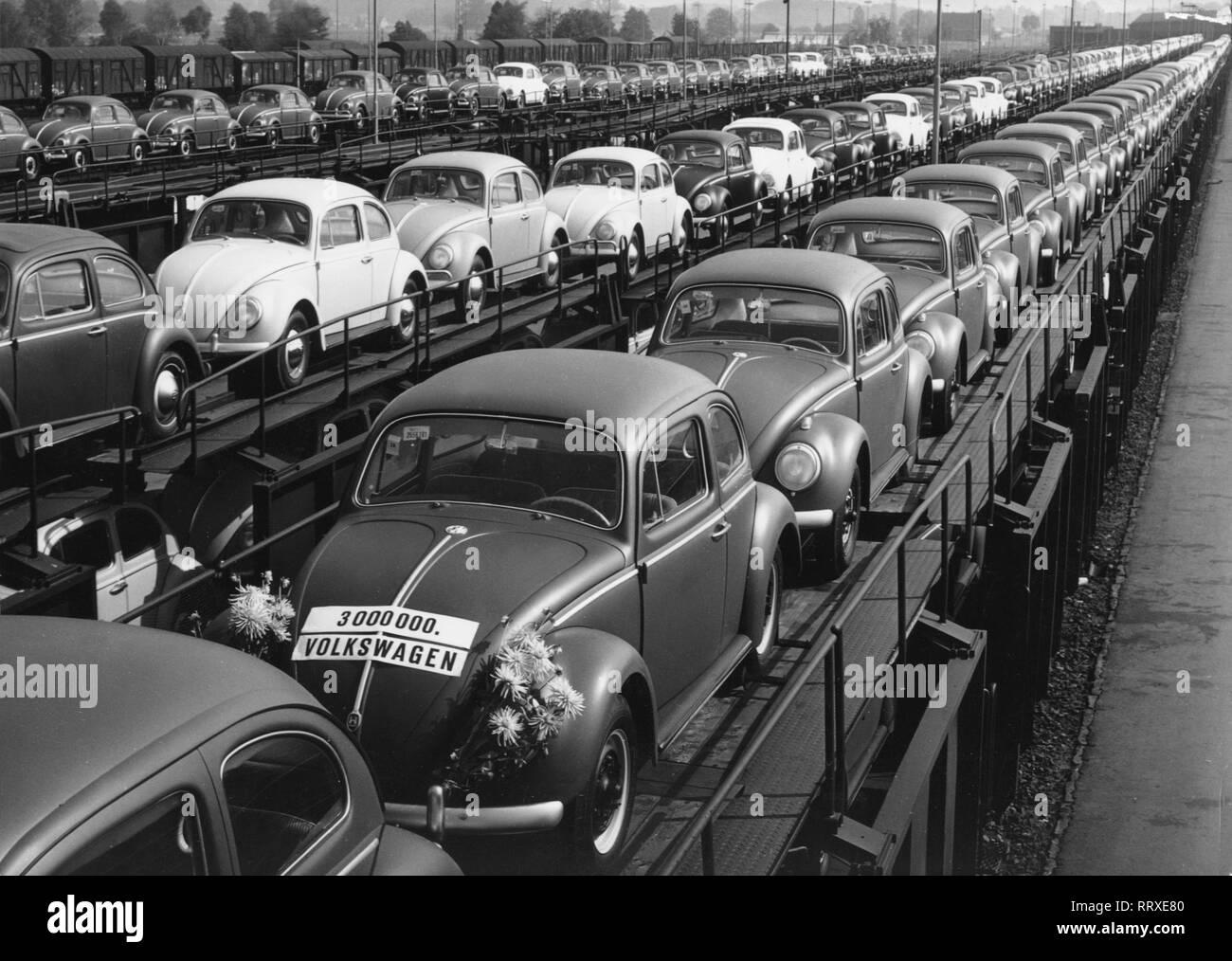 VW Beetle - VW, Käfer, Beetle, Werk, Wolfsburg, Bahnhof, Zug, Güterzug - Stock Image