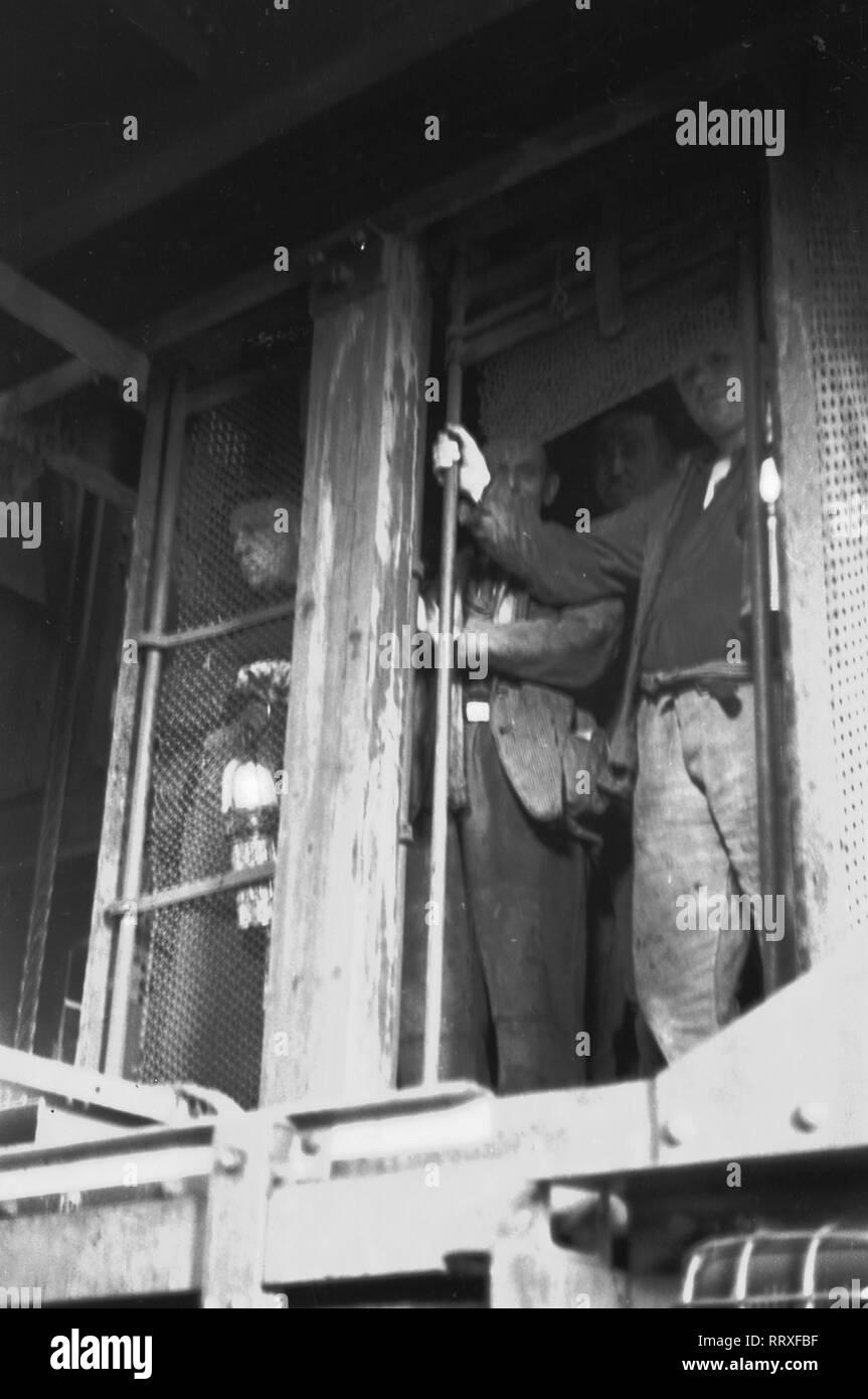 Germany - 1952, Zeche, Mine, Ruhrgebiet, Bergarbeiter, Steiger, Aufzug, Lift - Stock Image