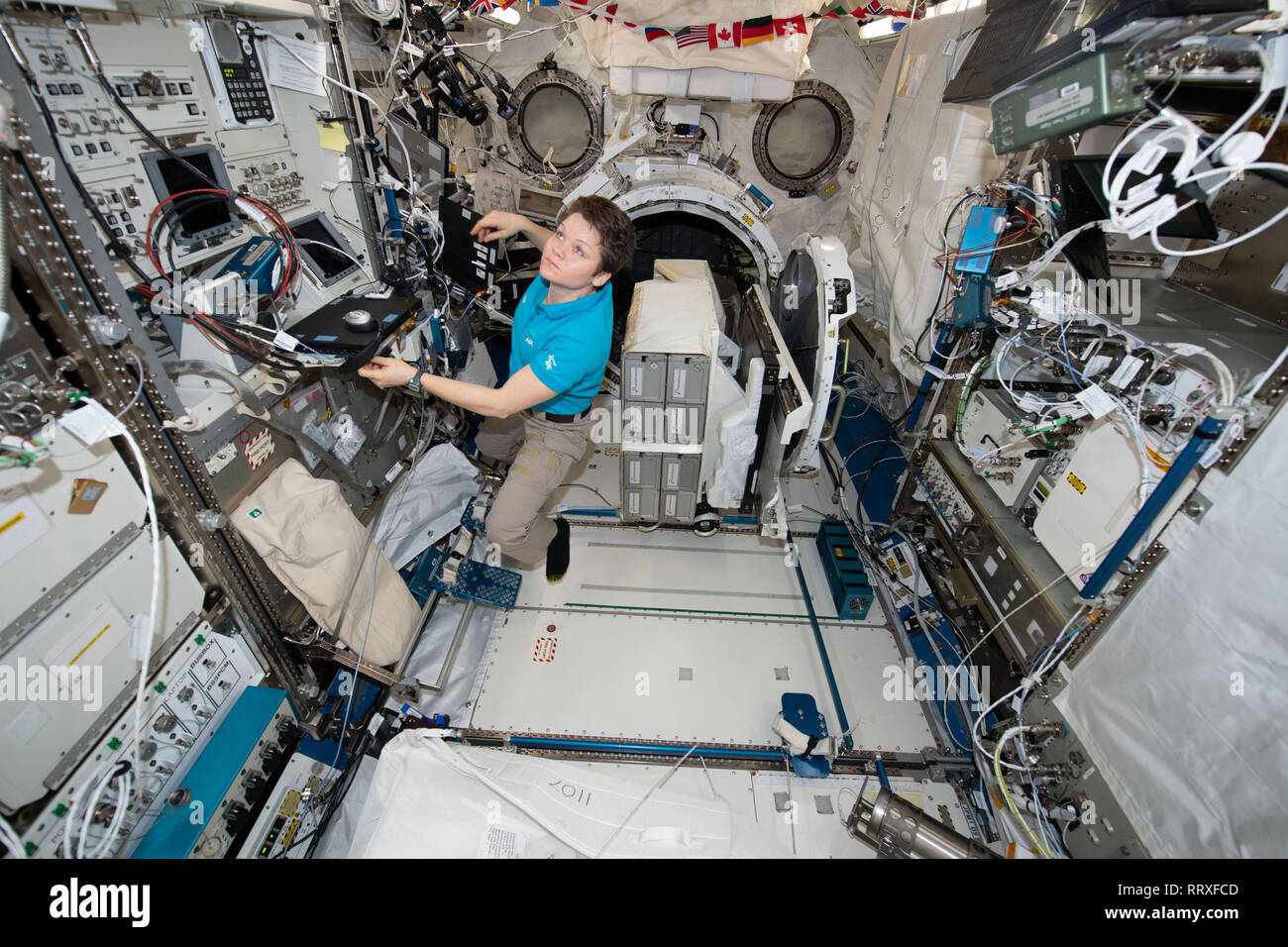 astronauts in the international space station - photo #45