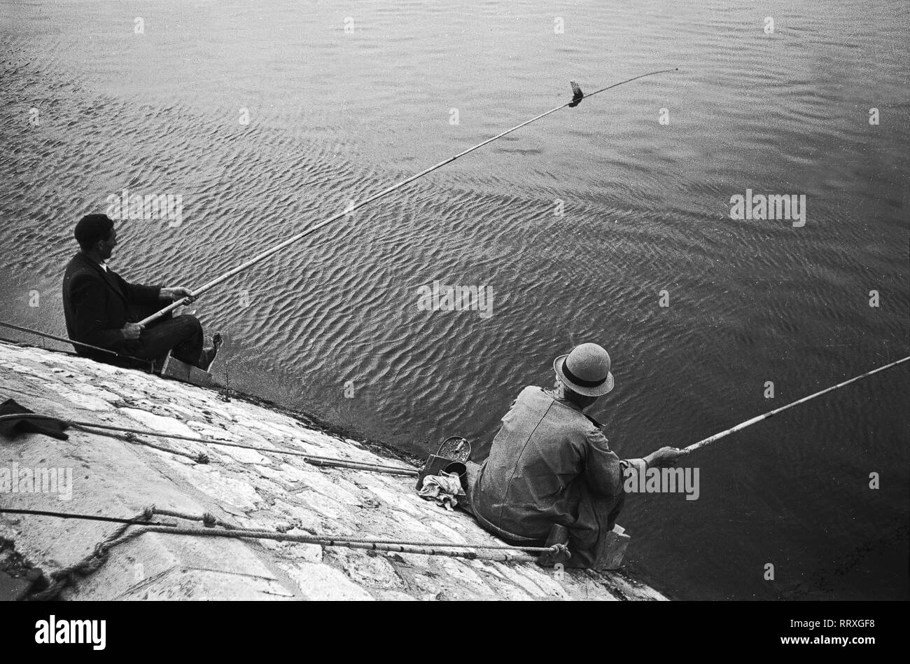 Travel to France - France, Paris - Angler on the Seine riverside. Image date circa 1950. Photo Erich Andres - Stock Image