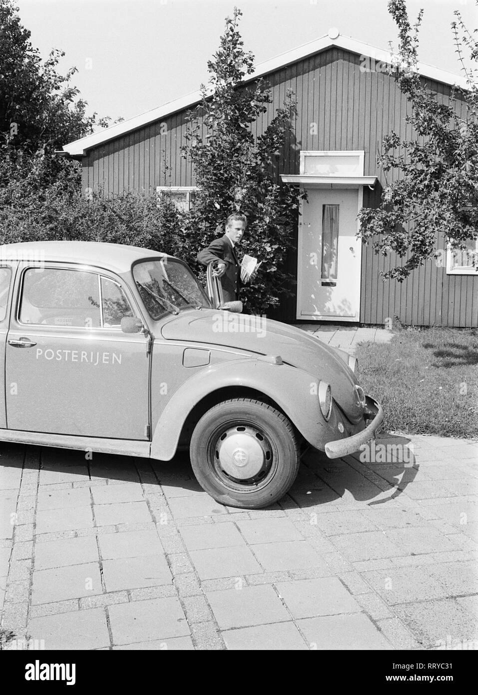 VW Beetle - VW Käfer unterwegs  -  Der Postbote kommt  -  VI - Stock Image