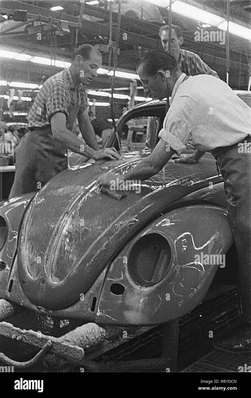 VW Beetle - VW Werke - VW Käfer - Schleifen der Grundfarbe - Stock Image