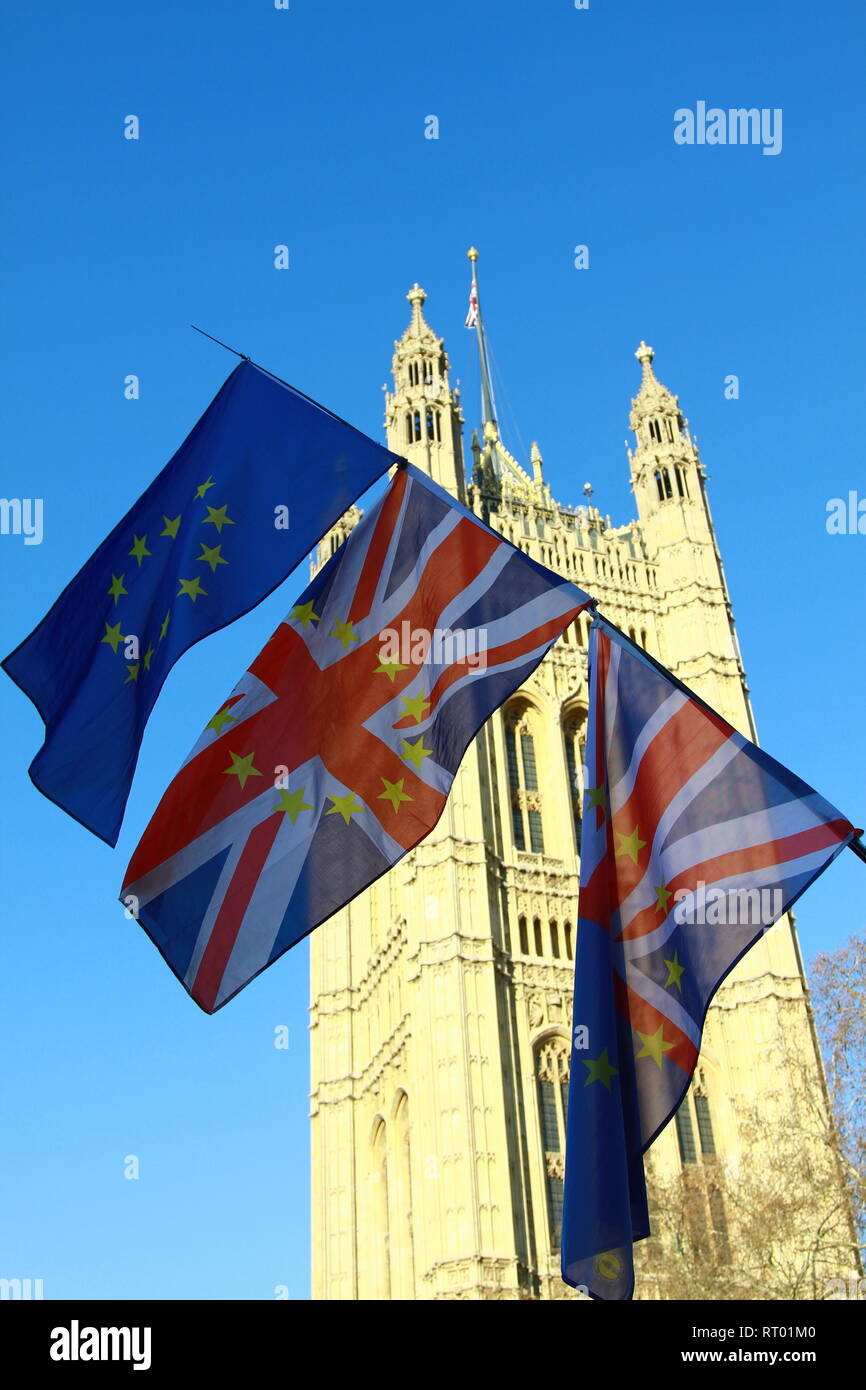 BUNTING FLAGS DISPLAY ON THE STREETS IN WESTMINSTER, LONDON, UK. PATRIOTISM. PRO EUROPE. EXPRESSION. FREEDOM OF SPEECH. PARTIOTIC. REMAIN IN EUROPE. ANTI BREXIT. STOP BREXIT PROTEST. REMAINERS. PRO EU. - Stock Image