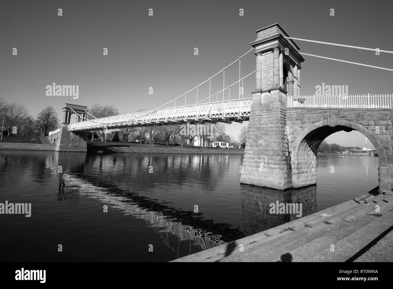 trent river began seeping - HD1300×956
