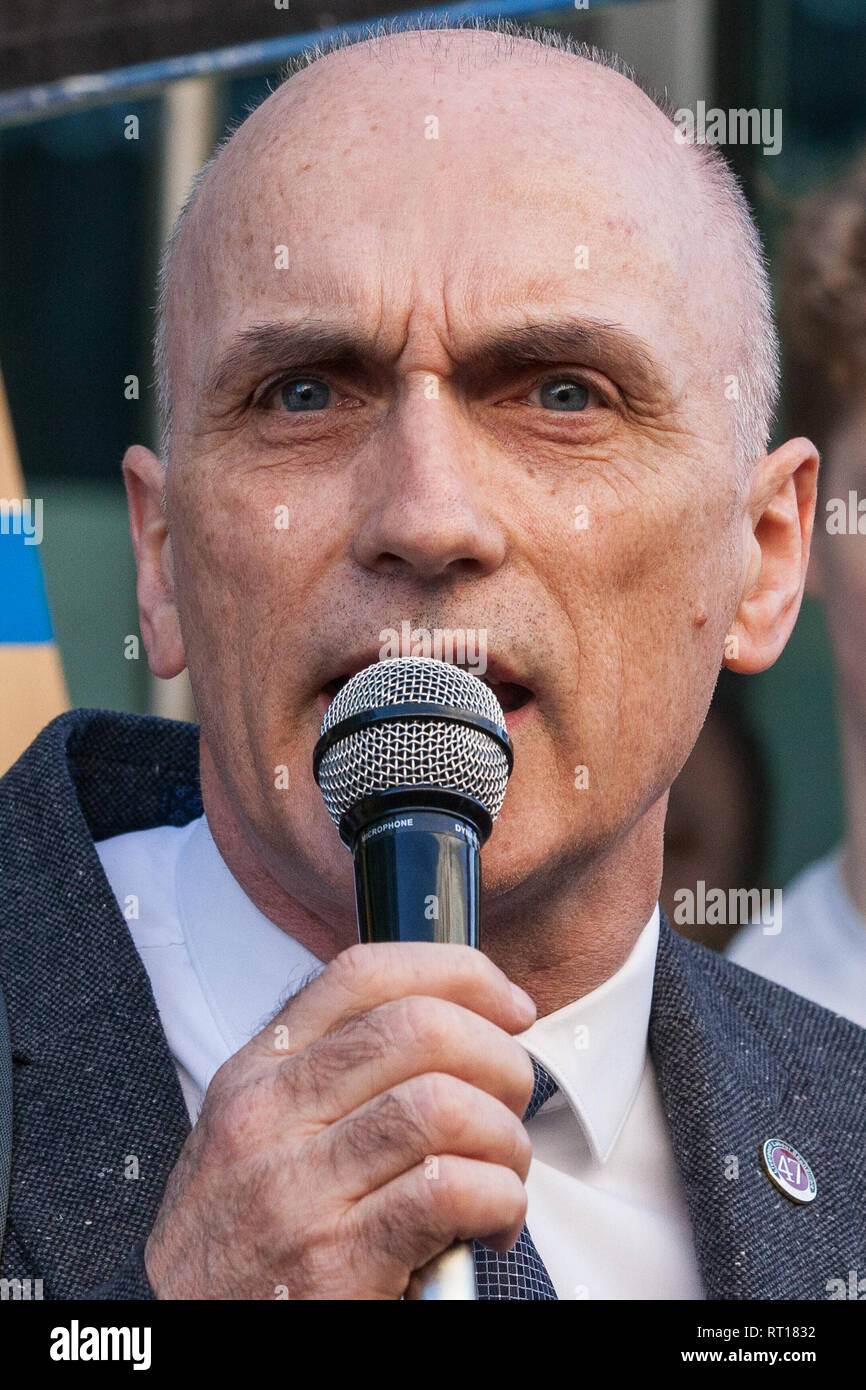 """FILE: 27th Feb 2019. Chris Williamson MP says Labour """"too apologetic"""" over anti-semitism. Photo taken: London, UK. 26th February, 2019. Chris Williamson, Labour MP for Derby North, addresses mainly migrant striking outsourced workers belonging to the IWGB, UVW and PCS trade unions working at the University of London (IWGB), Ministry of Justice (UVW) and Department for Business Energy and Industrial Strategy (PCS) taking part in a 'Clean Up Outsourcing' demonstration to call for an end to outsourcing. Credit: Mark Kerrison/Alamy Live News Stock Photo"""