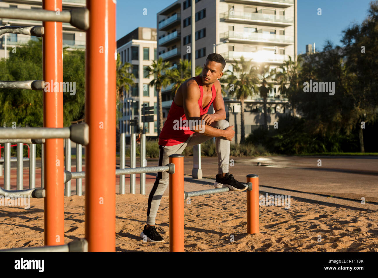 Fit man working out in climbing parcour, portrait - Stock Image