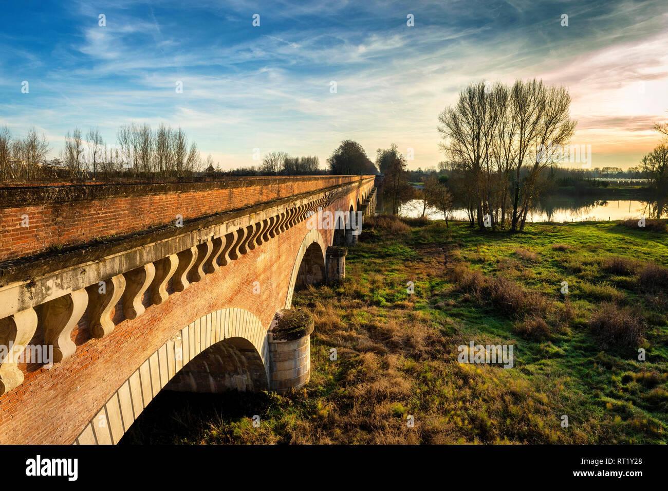 Ville de Moissac Pont Canal du Cacor Tarn et Garonne Occitanie France 82 Stock Photo
