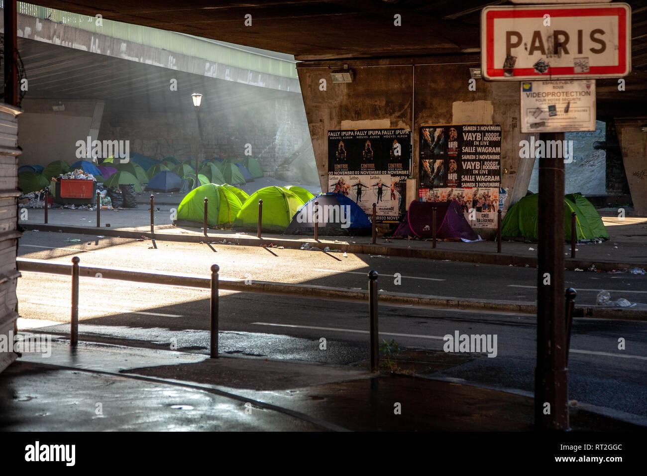 Paris refugee camp 2019 porte de la Chapelle - Stock Image
