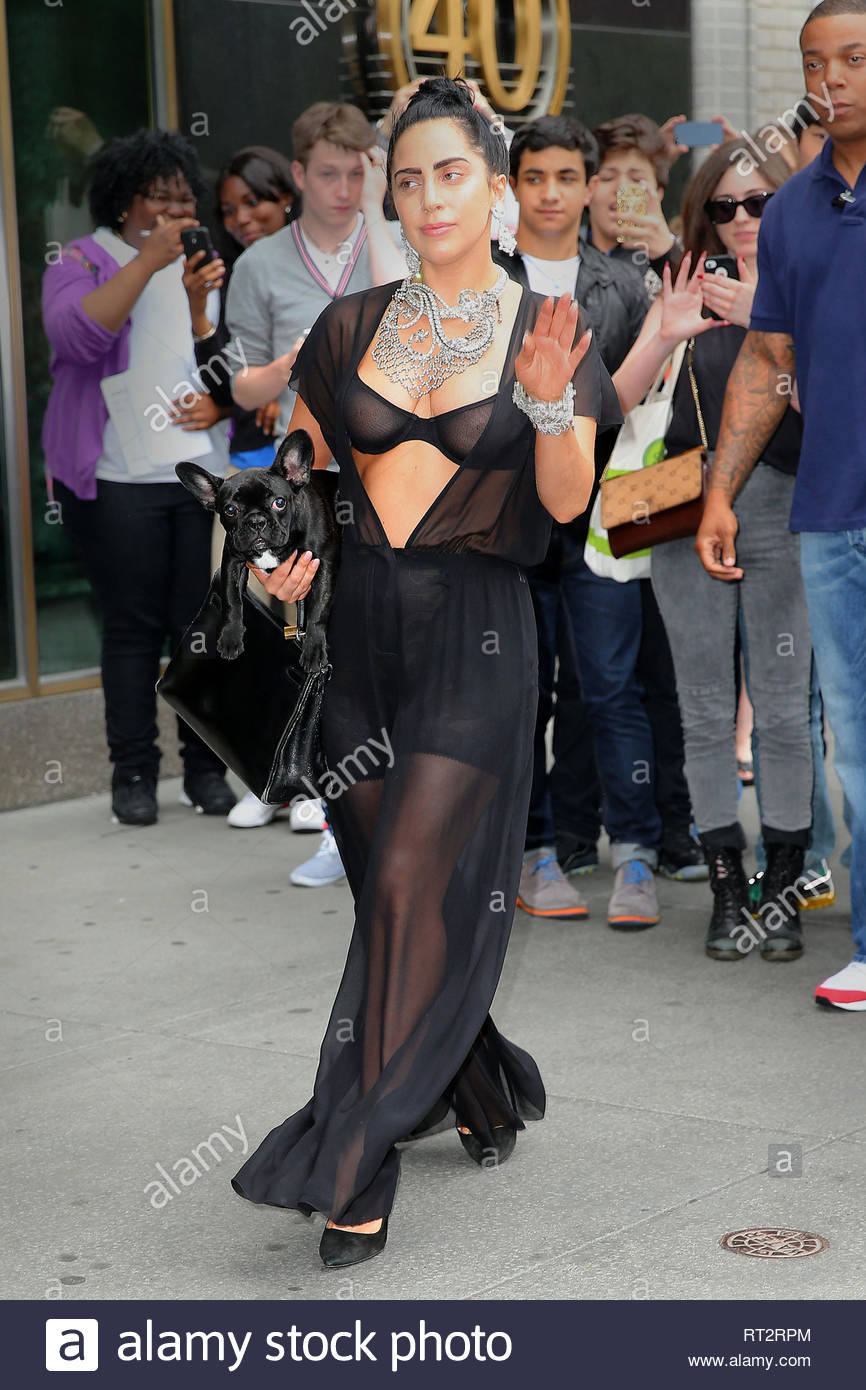 Usa Only New York Ny Applause Singer Lady Gaga Steps Out In
