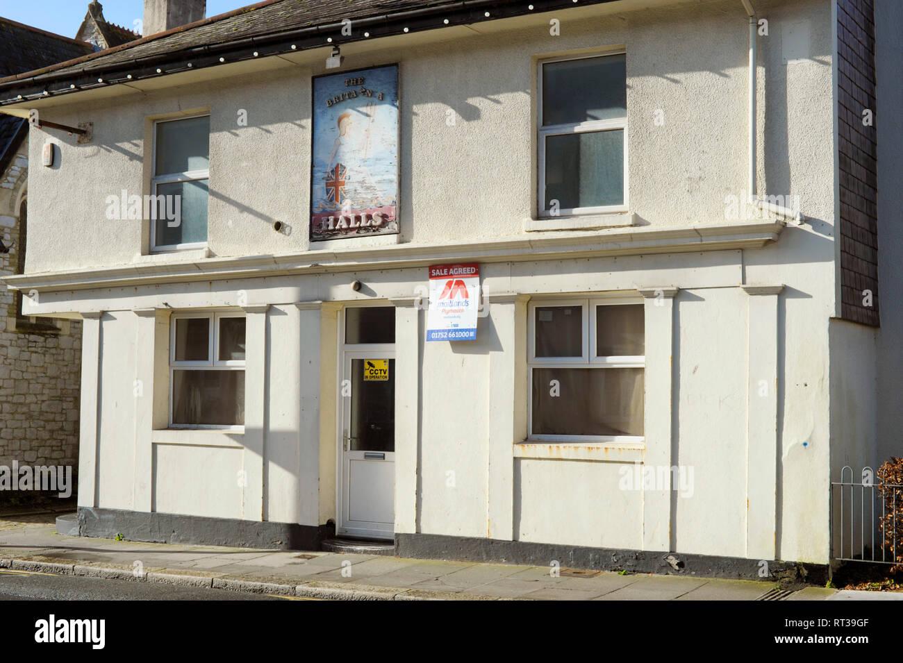 The Britannia pub closed & for sale in Plymouth Devon England UK - Stock Image