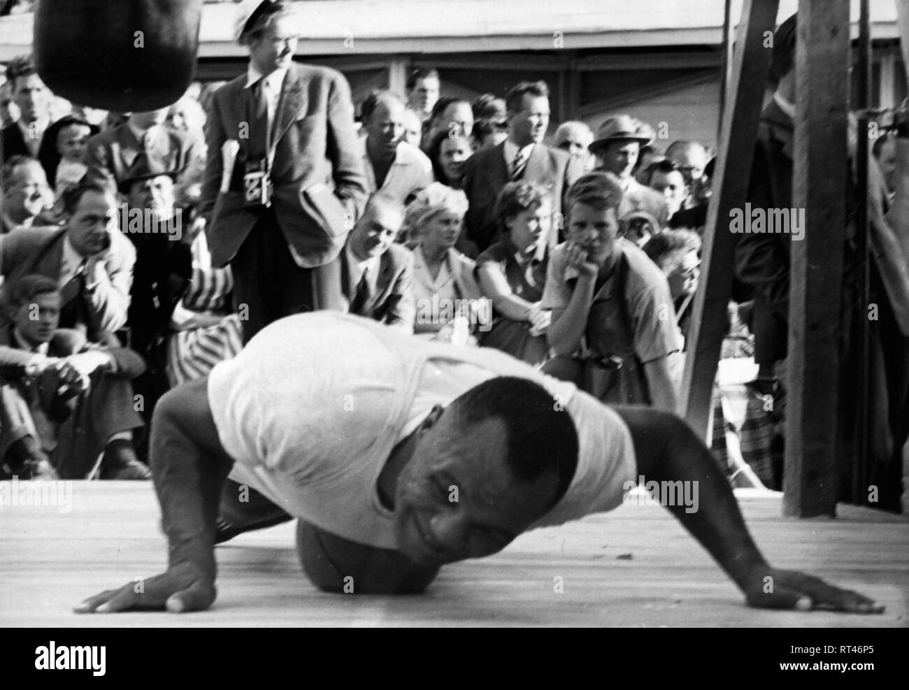 Walcott, Jersey Joe, 31.01.1914 - 25.2.1994, American boxer, at show training, Universal Sports Exhibtion, Stockholm, 1949, Additional-Rights-Clearance-Info-Not-Available - Stock Image