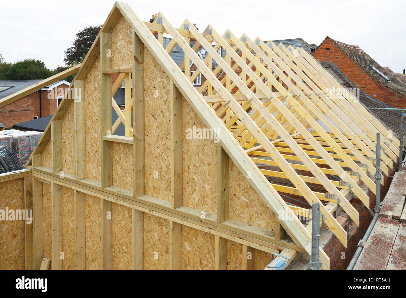 Gable and wooden roof trusses to a timber frame house under construction - Stock Image