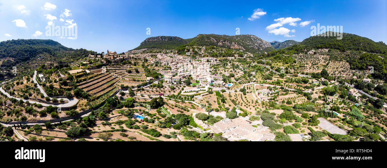 Spain, Baleares, Mallorca, Valldemossa, Parish Church Sant Baromeu and Cartuja de Valldemosa - Stock Image