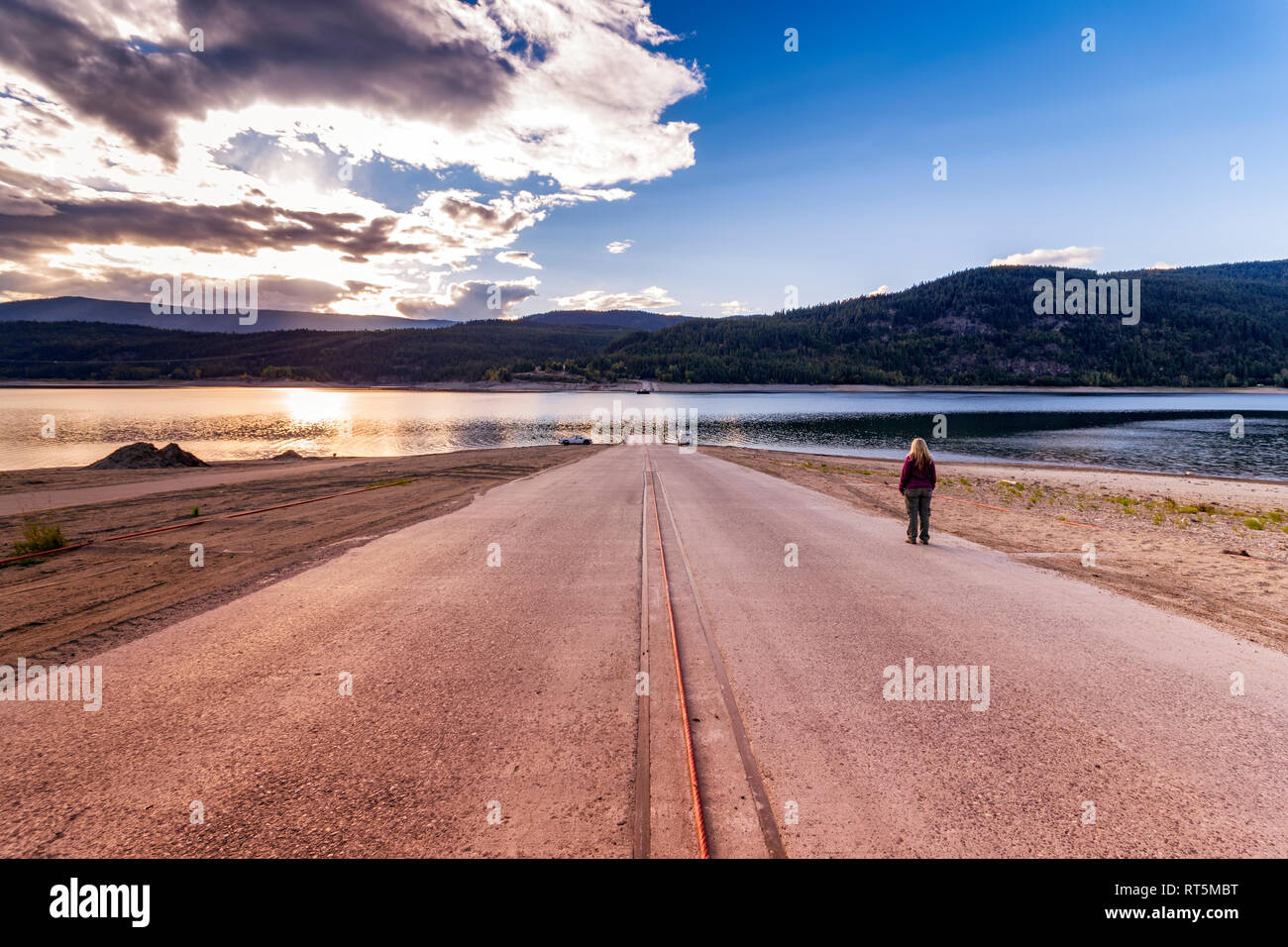 Canada, British Columbia, Central Kootenay, Lower Arrow Lake, waiting for the Fauquier-Needles Ferry crossing - Stock Image