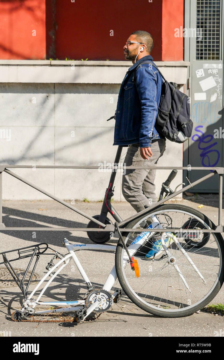 Bicycle wreck, Lyon, France - Stock Image