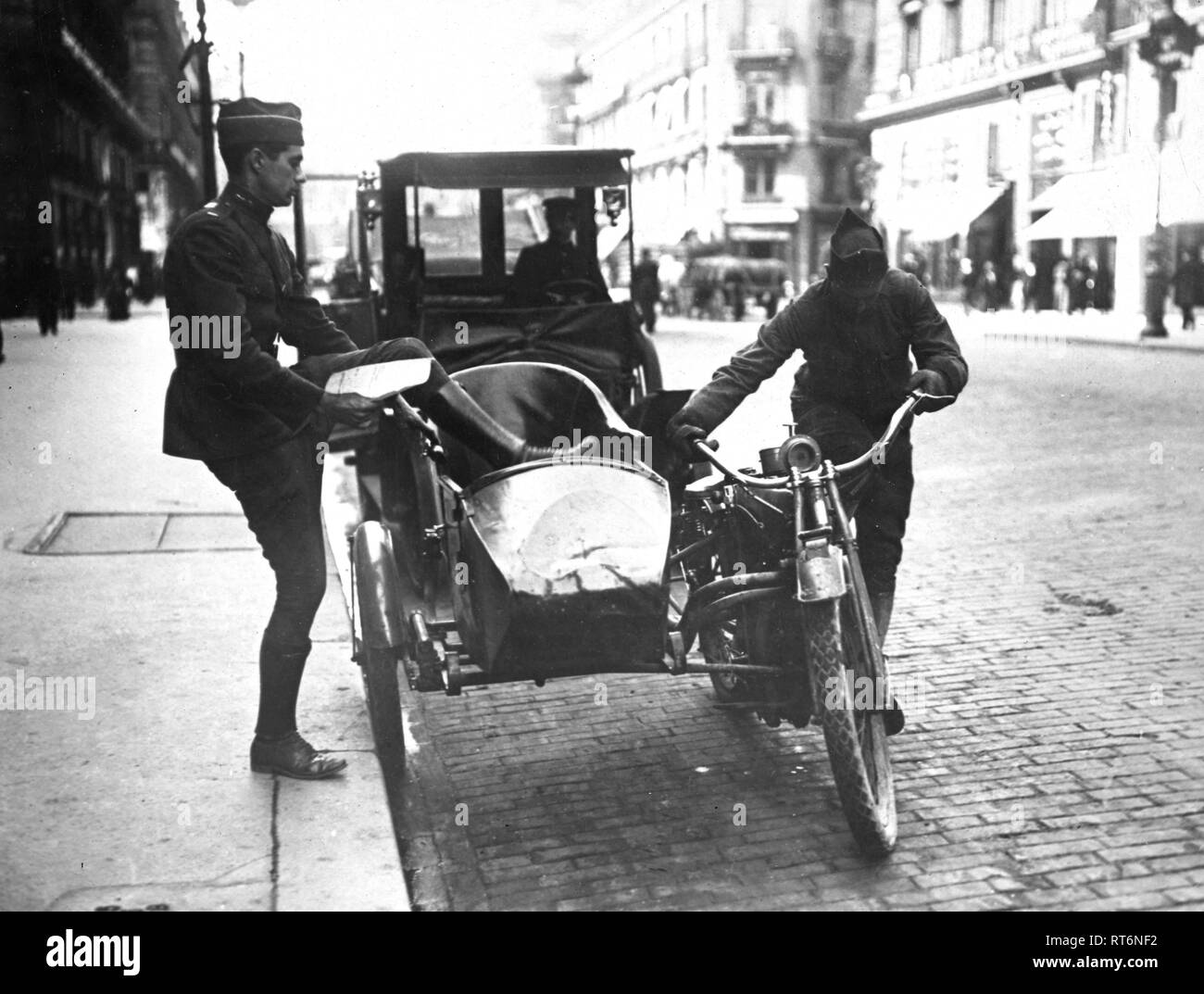 America again has been called upon to rescue the French people. This time not to fight the Germans of Boshevian, but difficulty of transportation in Paris. Instead of taking back American motorcycle sidecars the American authorities have been willing that the French Government should buy them. - Stock Image