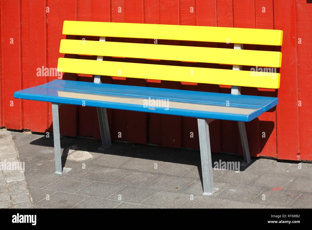 Bunte Sitzbank  aus Holz, Deutschland Stock Photo