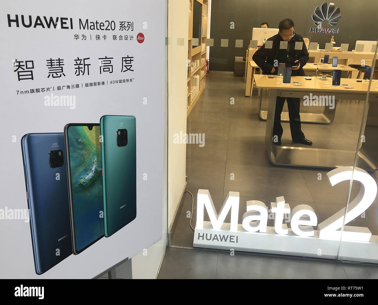 December 10, 2018 - Beijing, China - A Chinese man shops in a Huawei