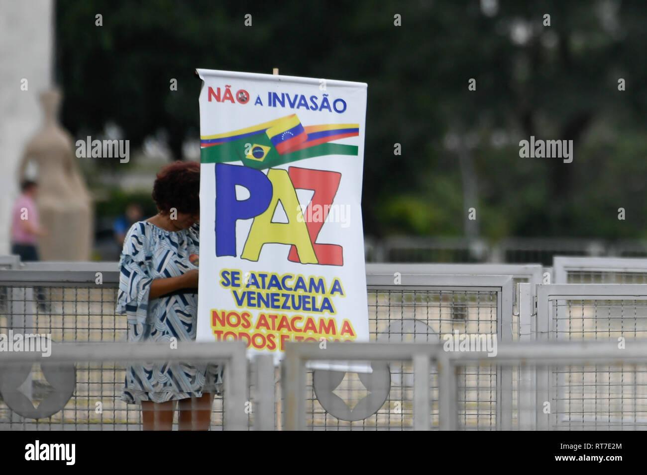 Brasilia, Brazil. 28th Feb, 2019. DF - Brasilia - 02/28/2019 - Visit Juan Guaido to Brasilia - Protesters in favor of the government of Nicolas Maduro, President of Venezuela, on Thursday, February 28, protest against Juan Guaido, self-proclaimed interim president of Venezuela. near the pallium of the plateau. Photo: Mateus Bonomi/AGIF Credit: AGIF/Alamy Live News - Stock Image