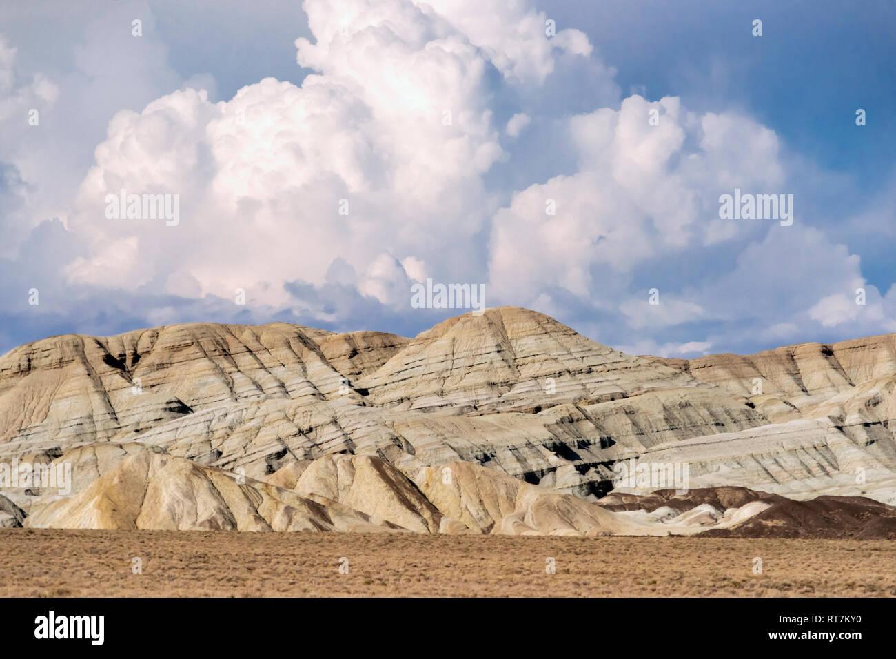 Gypsum cliffs, Aktau Mountains, Altyn Emel National Park, Kazakhstan - Stock Image