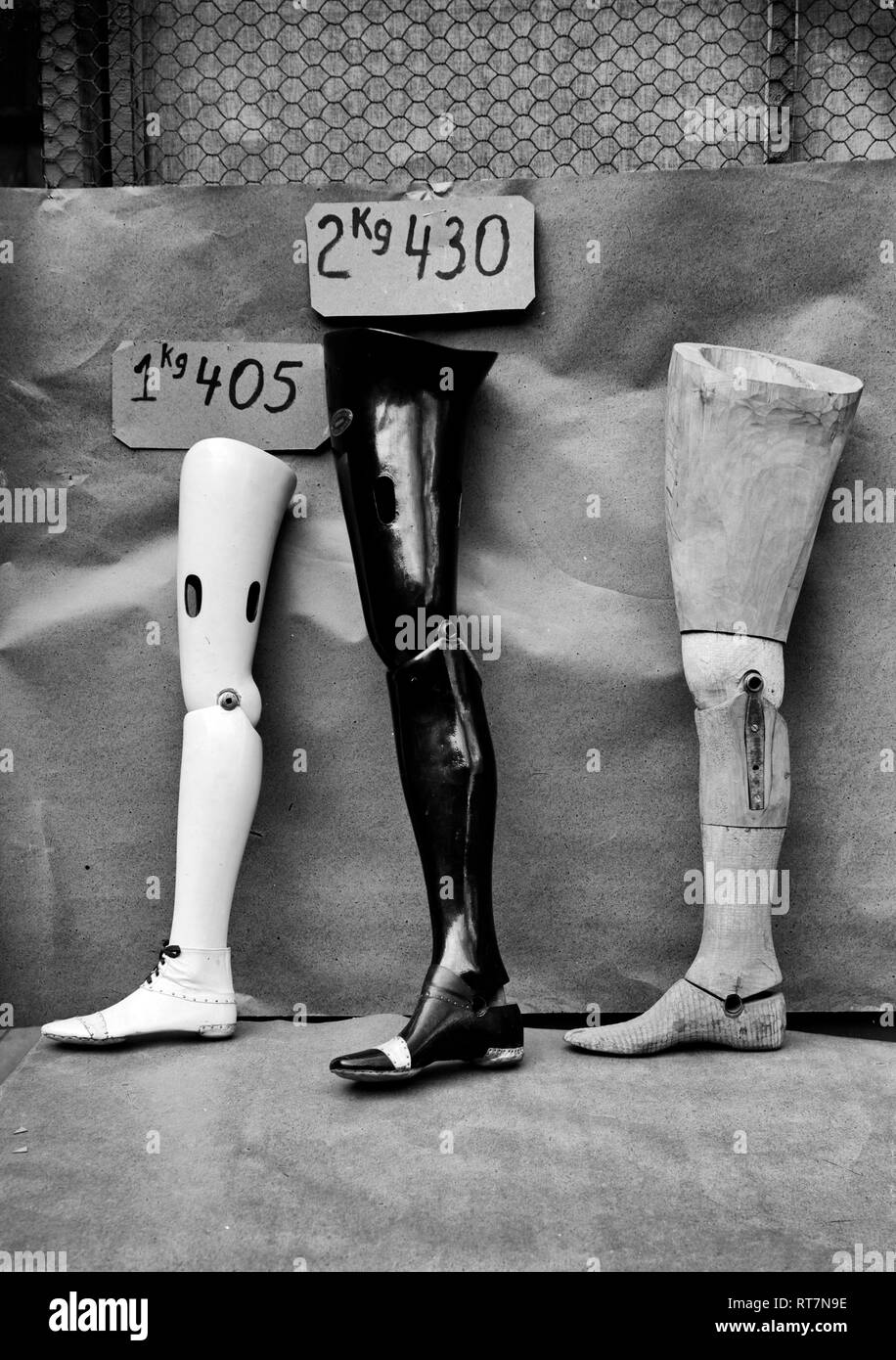 Finished and semi finished artificial limbs, Paris, France, March 1919 - Stock Image