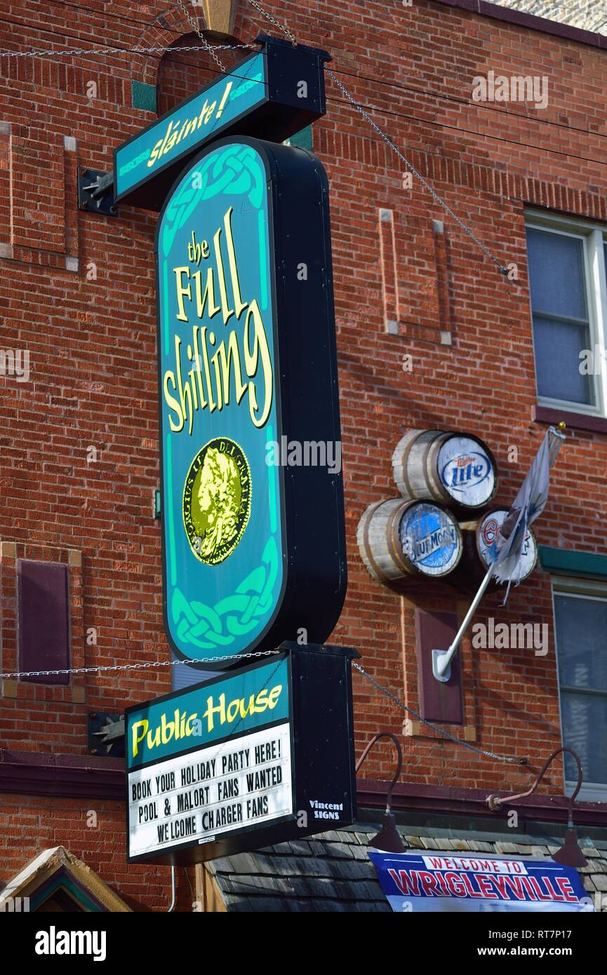 Chicago, Illinois, USA. A pub and public house on the city's North Side in the Wrigleyville neighborhood. - Stock Image