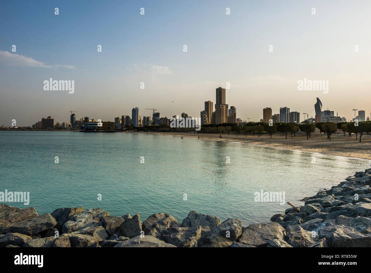 Arabia, Kuwait, Kuwait City, Persian Gulf, beach in the evening light - Stock Image