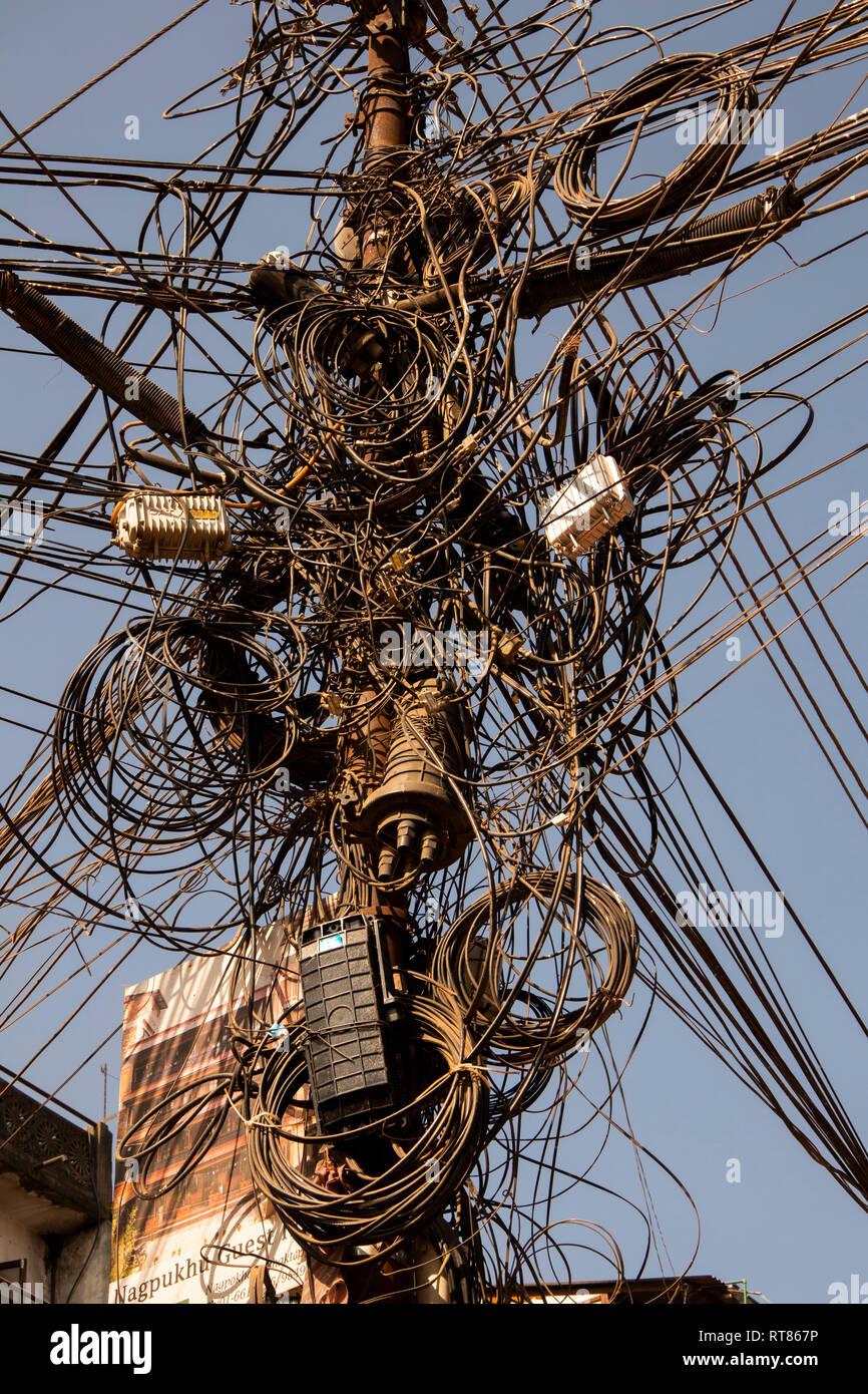 Nepal, Kathmandu Valley, Bhaktapur, tangled electrical supply wiring - Stock Image