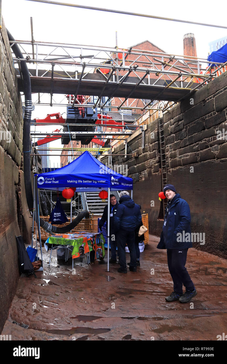CRT ready to sign up friends in the bottom of lock 92 As part of the winter 2018 -19 maintaince programme the Canal and River Trust held a open day. - Stock Image