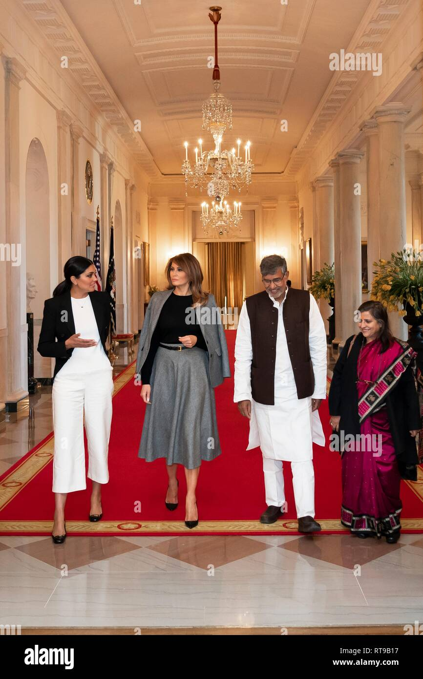 U.S. First Lady Melania Trump, center, chats with Fashion Designer Rachel Roy, left, Nobel Peace Laureate Kailash Satyarthi and his wife Sumedha Kailash in the Cross Hall of the White House February 25, 2019 in Washington, DC. The First Lady meets with the group to bring attention to child labor and slavery in the U.S. and abroad. - Stock Image