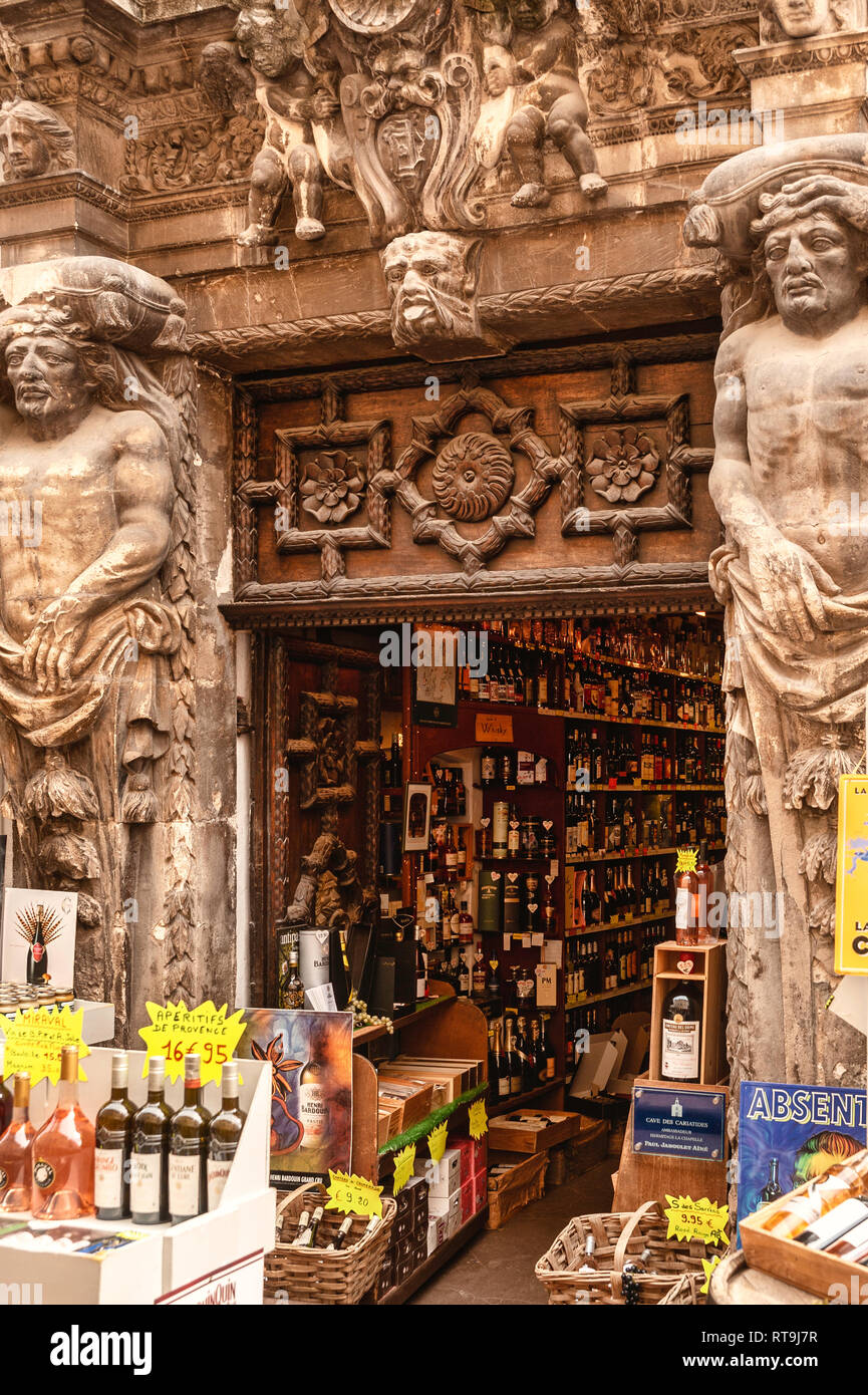 Wine shop in the pedestrian area, Frejus, Var, Provence-Alpes-Cote d`Azur, France, Europe - Stock Image