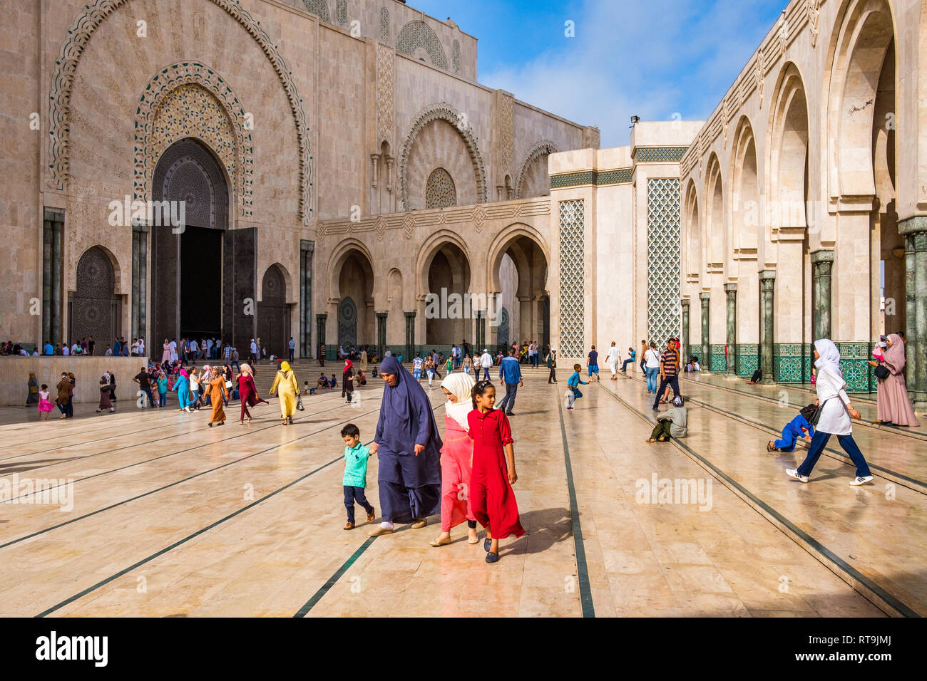 Morocco: Casablanca: Designed by French architect Michel Pinseau and built by the Bouygues Group, the Hassan II Mosque, partly on the sea, consists of - Stock Image