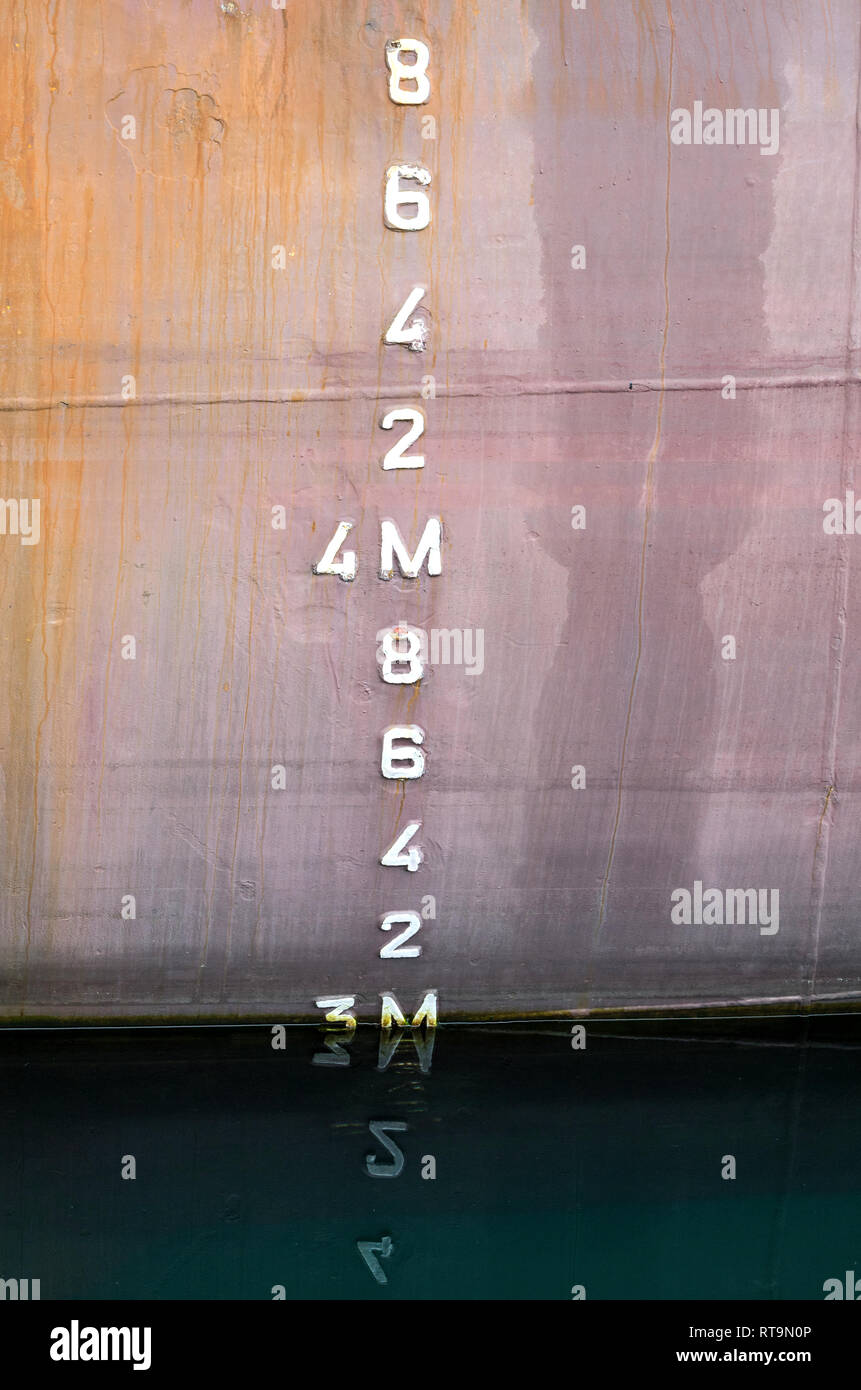 metric draft marks on a ship - Stock Image