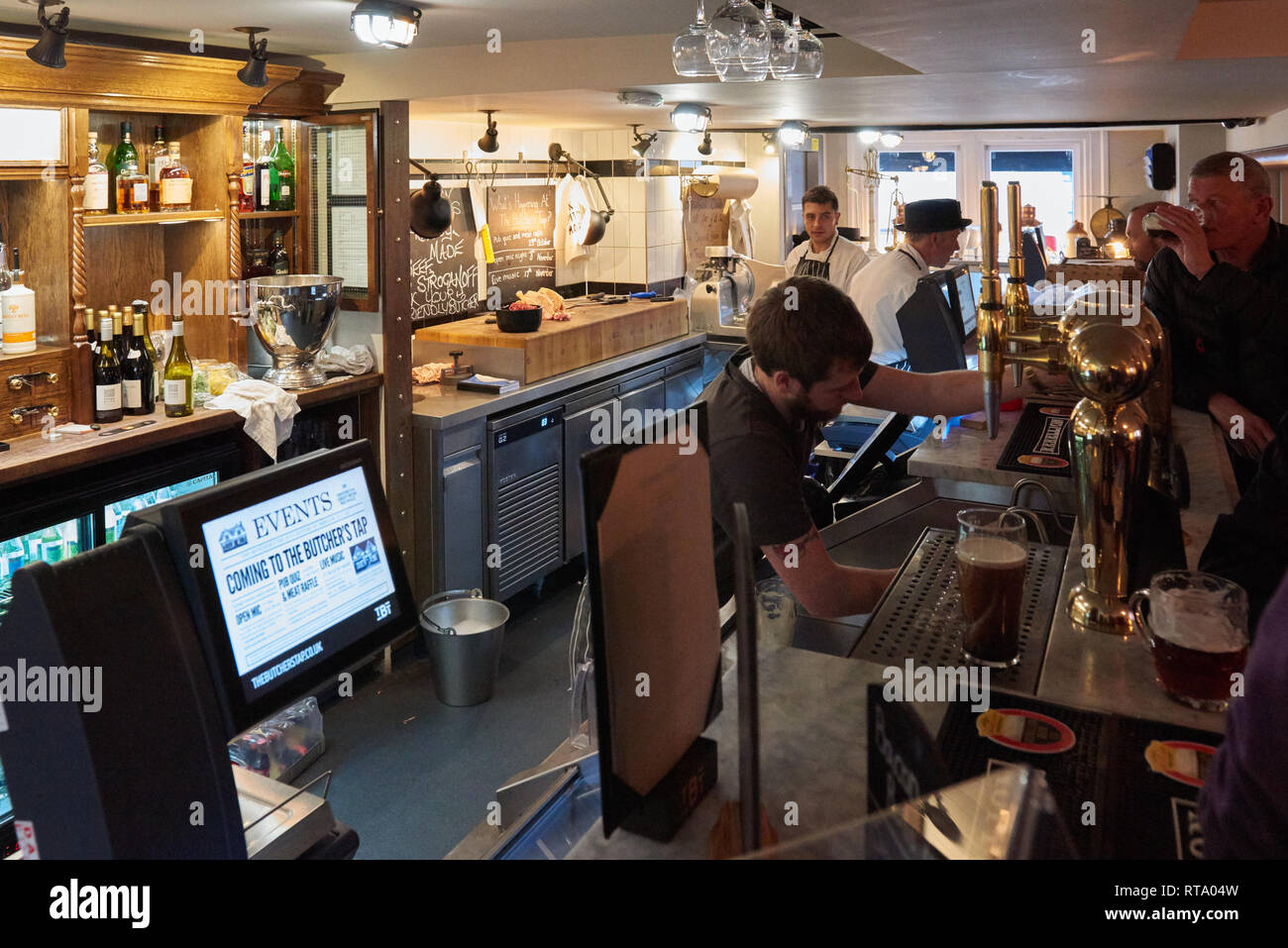 The Butchers Tap. Chef Tom Klerridge's unique boozer and traditional master butchers shop in Marlow - Stock Image