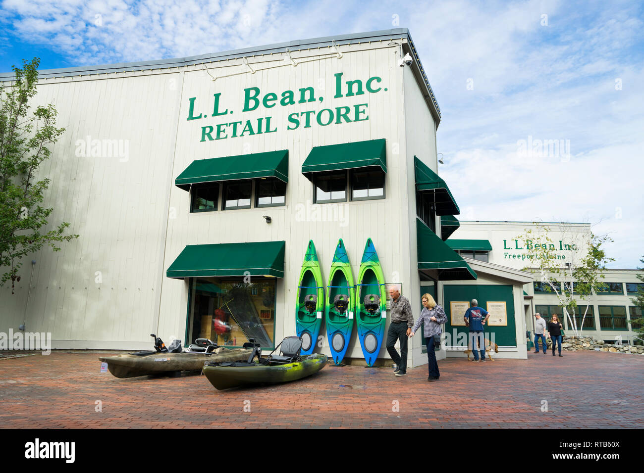 Outdoor plaza of L.L.Bean main store in Freeport, Maine, USA. - Stock Image