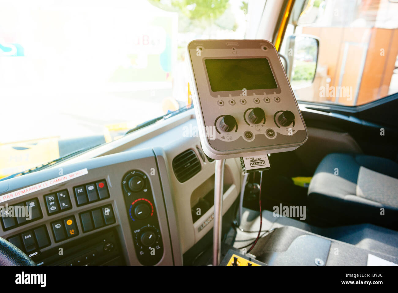 Paris France Sept 5 2014 Interior Of Modern Renault Industrial Sewer Cleaning Truck With Vacuum And Hydro Excavation Buttons Steering Wheel Dashboard Command Schmidt Tech Stock Photo Alamy