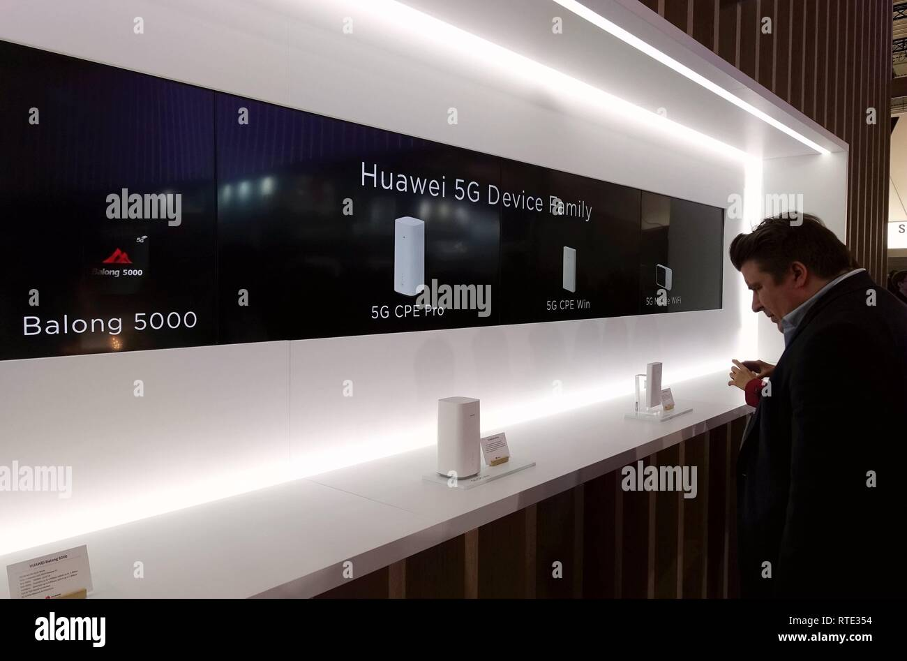 Barcelona, Spain. 26th Feb, 2019. China's Huawei presents 5G devices at Mobile World Congress (MWC 2019) in Barcelona, Spain, Feb. 26, 2019. The four-day MWC 2019 presents the newest 5G products of the high-tech giants from around the world. Credit: Guo Qiuda/Xinhua/Alamy Live News Stock Photo