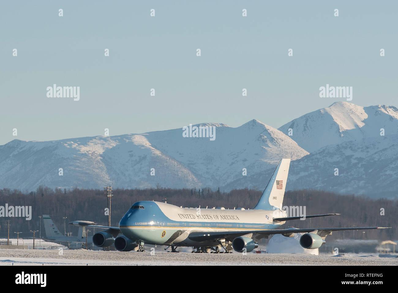 File:Air Force One at Elmendorf Air Force Base.jpg
