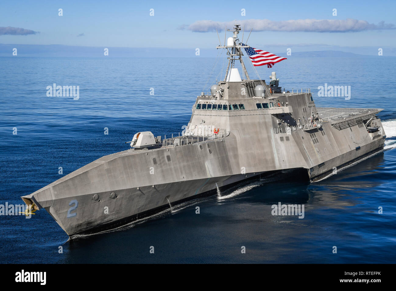 190227-N-FC670-1341 PACIFIC OCEAN (Feb. 27, 2019) The Independence variant littoral combat ship USS Independence (LCS 2) sails in the eastern Pacific.  LCS are high-speed, agile, shallow draft, mission-focused surface combatants designed for operations in the littoral environment, yet fully capable of open ocean operations. As part of the surface fleet, LCS has the ability to counter and outpace evolving threats independently or within a network of surface combatants. (U.S. Navy photo by Chief Mass Communication Specialist Shannon Renfroe/Released) - Stock Image