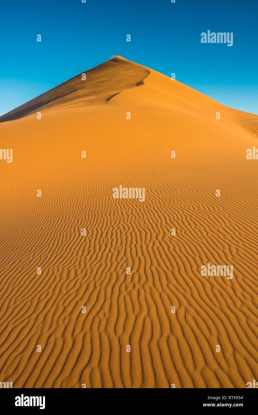 Giant sanddune Dune 45, Namib-Naukluft National Park, Namibia Stock Photo