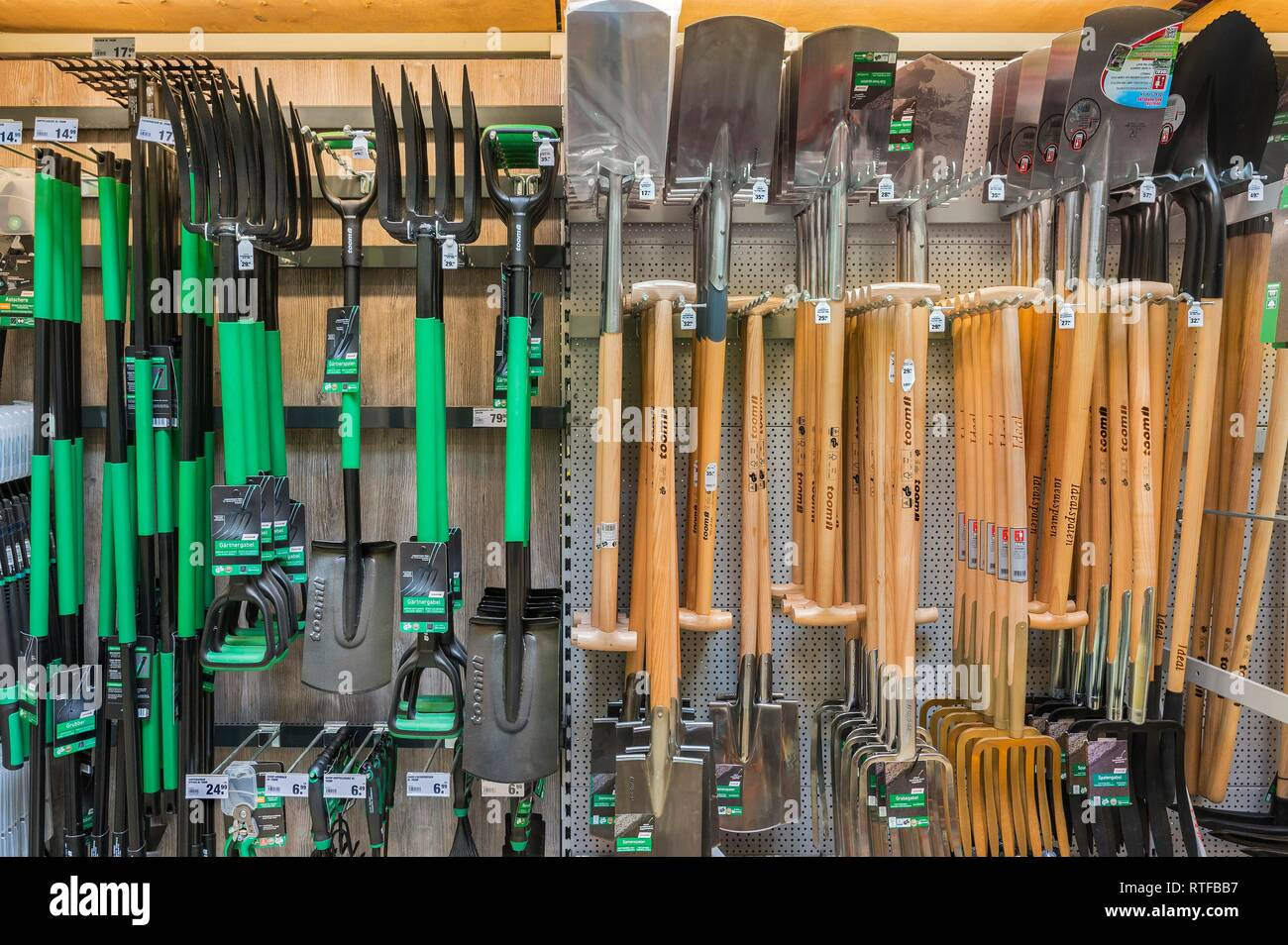 Garden tools, spades and forks in DIY stores, Munich, Upper Bavaria, Bavaria, Germany - Stock Image