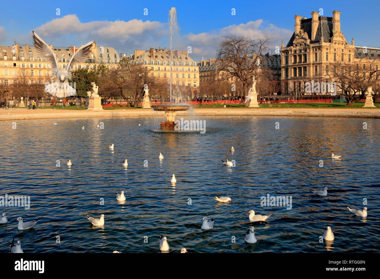 Grand Bassin Octagonal, Tuileries Garden, Paris, France - Stock Image