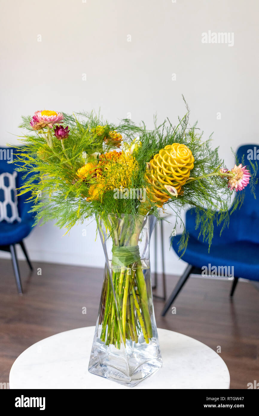 Floral arrangement decorating the living room of the house - Stock Image