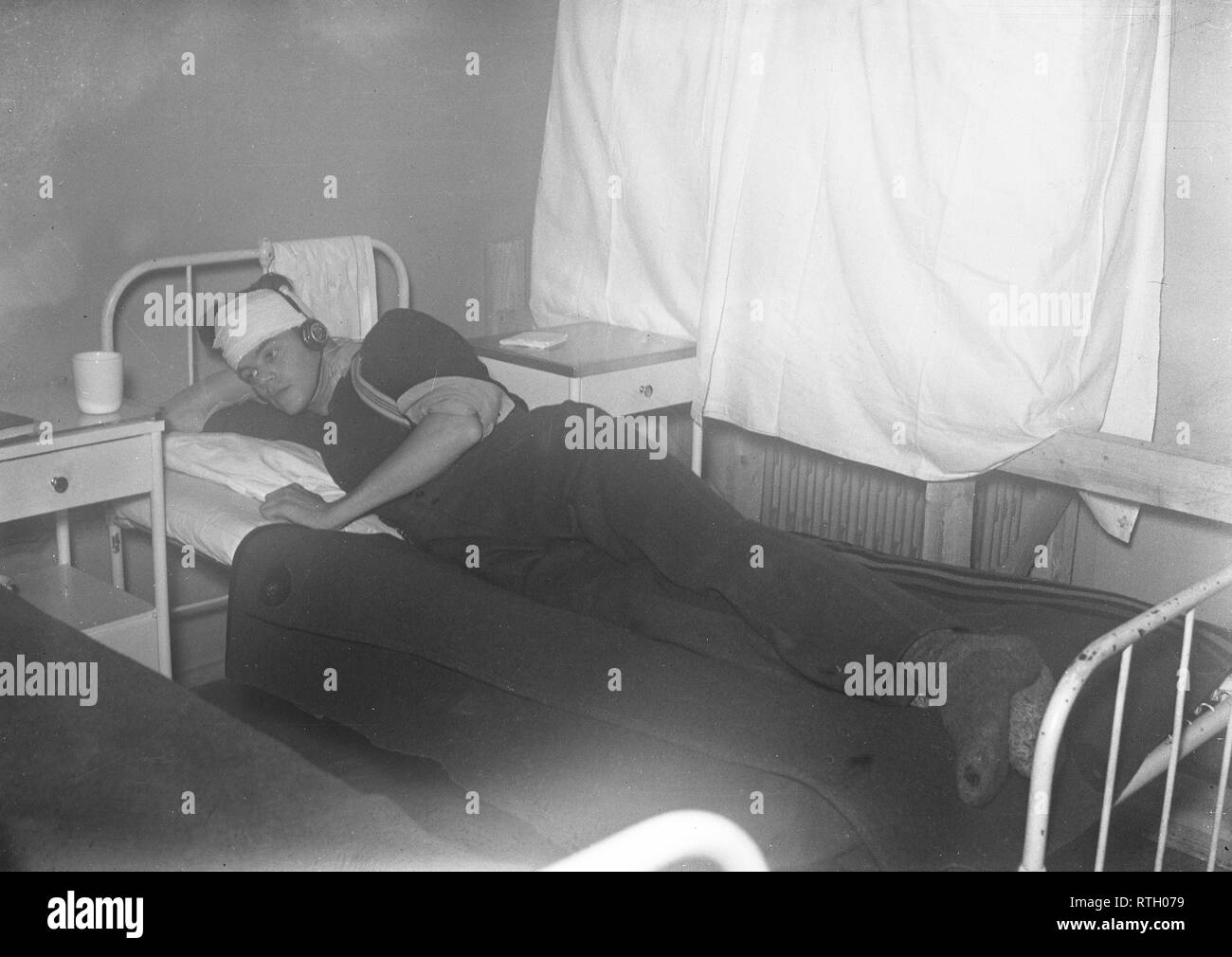 The Winter War. A military conflict between the Soviet union and Finland. It began with a Soviet invasion on november 1939 when Soviet infantery crossed the border on the Karelian Isthmus. About 9500 Swedish volunteer soldiers participated in the war. According to the caption of the photo, this is the first wounded Finnish soldier at a hospital in Viborg. December 1939. Photo Kristoffersson ref 97-5. - Stock Image