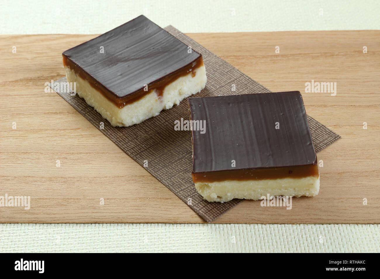 a02086e90c053 Caramel Shortcake Stock Photos & Caramel Shortcake Stock Images - Alamy
