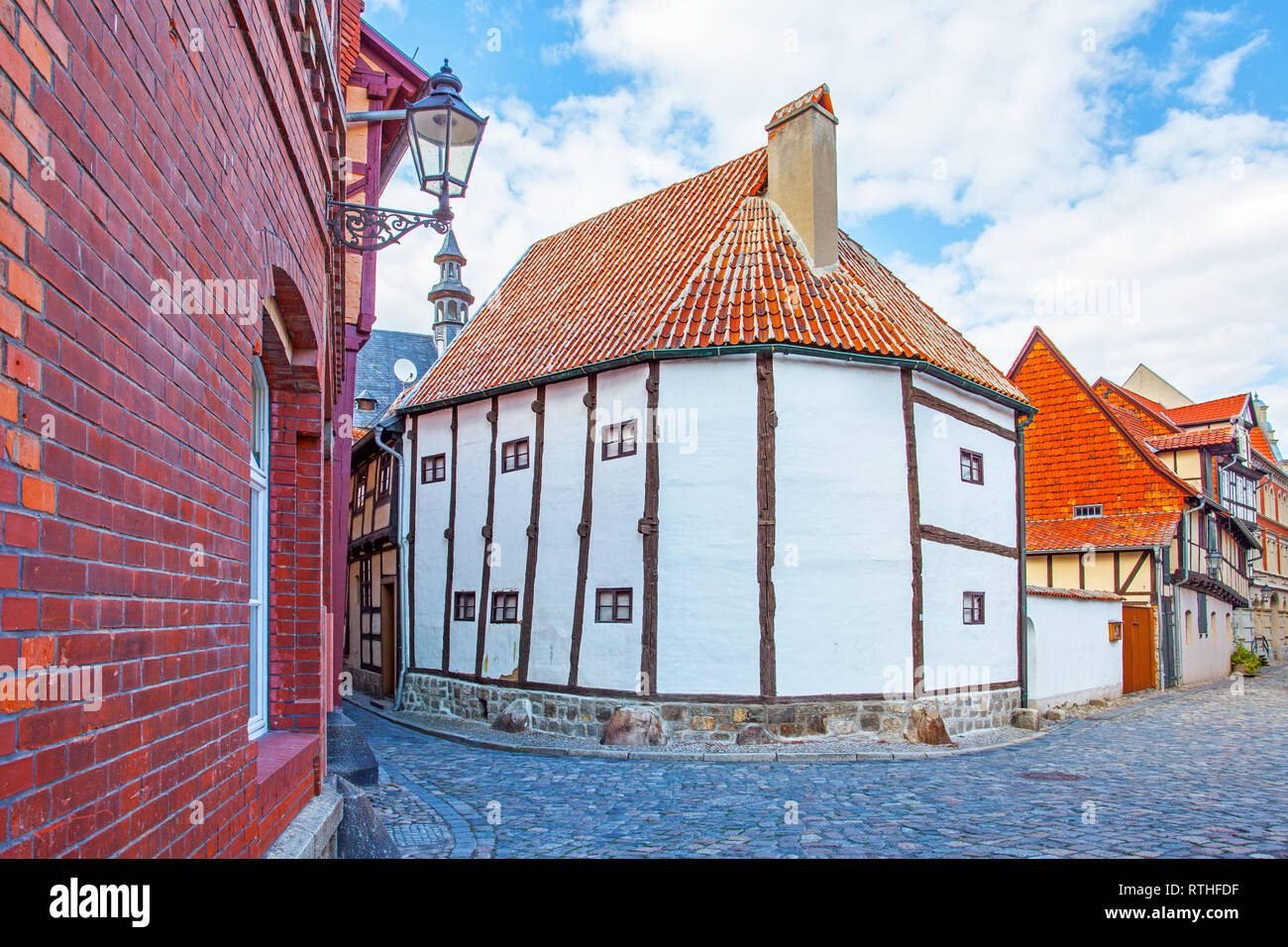 Street and the oldest timber framing house in Germany (14th century), Quedlinburg - Stock Image
